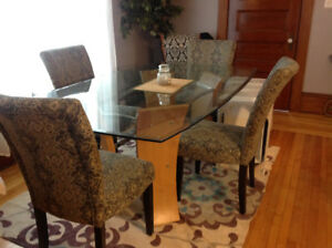 Beautiful glass dining table and chairs!