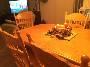 Price Reduced Claw Foot Dining Table Belleville Belleville Area image 8