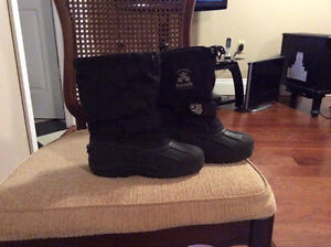 Boys size13 winter boots