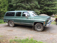 1974 Chevy suburban 454 runs great recently safetied!