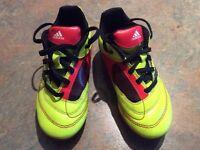 Souliers de soccer Adidas pour enfant taille 11 1/2