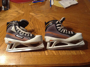 Bauer Performance Goalie skates size 6.5 with Happy Feet
