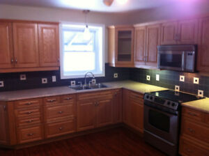 2 Bedroom Apartment Dwntn Cobourg, laundry & parking incl.