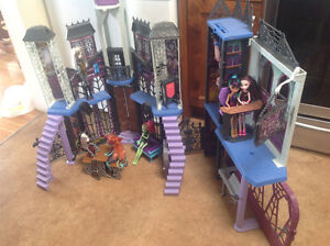 Monster High School and 7 dolls