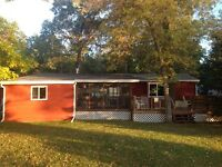 Lakefront 3 season Cottage Pleasant Valley Pelican Lake