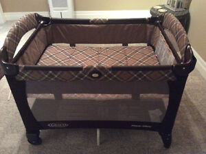 Graco pack & play with change table Stratford Kitchener Area image 4