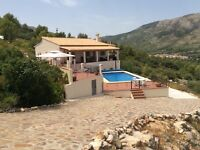 Beautiful villa to rent in the Jalon Vallley Spain. 5 bedroom, 4 bathroom, 2 living rooms.