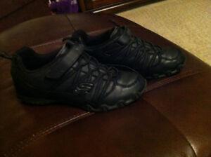 Girl's Black Skechers Sneakers - Size 2