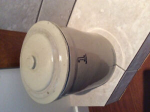 One gallon medal table crock with lid