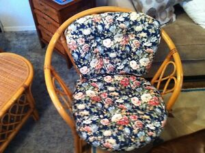 wicker love seat,2 chairs,table,and cushions Belleville Belleville Area image 3