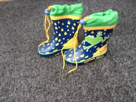 Boys wellies/shoes size 6 £2.50