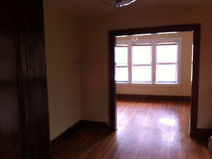 2 BED APT FRESHLY DECORATED AND CLEANED AVAIL DEC 1ST $675