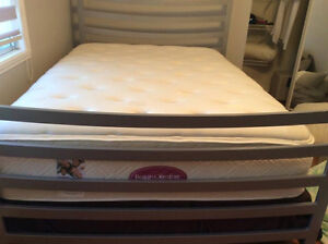 SIMMONS MATTRESS BEAUTY COMFORT with METAL BED LIKE NEW