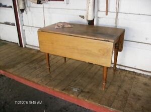 Old Solid Wood Table/Drop leaves on both sides.. Kingston Kingston Area image 2