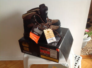 Steel safety work boots new in the box