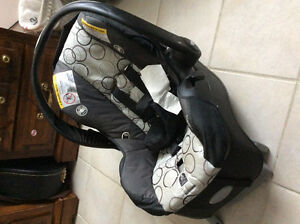 Evenflo baby car seat with the base excellent condition