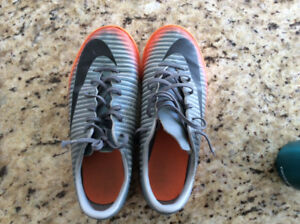 Boys Nike MercurialX Indoor Soccer Shoes size 5.5