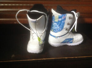 7.5 girls  forum snowboard boots