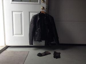 Manteau,pantalon et gants de cuirs (moto)
