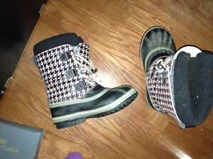 Great condition children's Sorel boots size 4 for sale London Ontario image 1