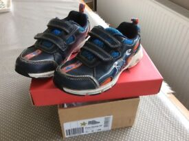 Clarks boys Junior shoes, Navy leather Stomp light up size 8.5, width H