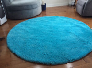 SOLD! Brand new 6 foot round rug