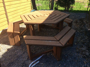 *****PICNIC TABLE WITH 3 BENCHES....100% CEDAR*******