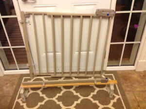 Evenflo Metal Baby Safety Gate and Stair Mounting