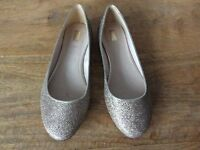 Ladies Gold Pumps - size 5