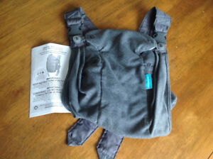 Infantino soft fabric newborn to infant carrier (8lbs-25lbs)