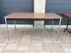 Table very good for garage sale & party