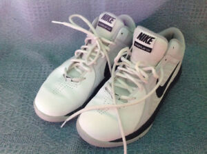 Nike Basketball Women's Size 9 Perfect Condition
