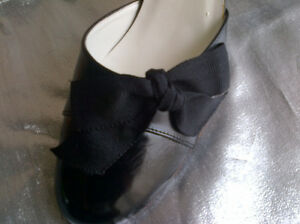 Two pairs of very nice women's shoes size 9.5 Windsor Region Ontario image 5