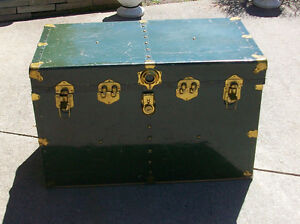 GREEN STEAMER TRUNK
