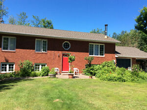 House for sale, close to Barrie and Alliston