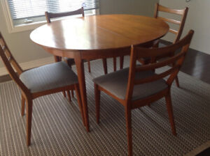 Timeless Dining table and 6 chairs