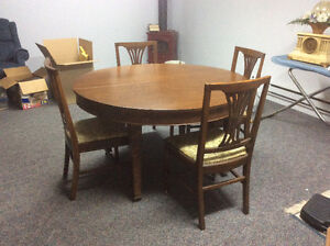 Antique dinning room set with with 3 leafs and hutch Cornwall Ontario image 1