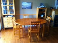 Immaculate Pine Dining Table and Chairs!