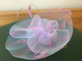Beautiful net & feather fascinator hat wedding garden party races inc Shoe Tree Wetherby hat box