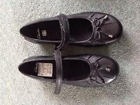 New Clarks girls school shoes size 2F £20