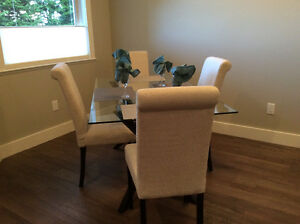 Dining Table/4Chairs