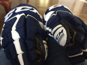 Men's CCM hockey gloves