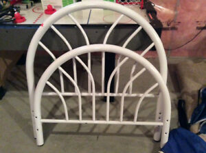 White metal head and foot board frame for single bed