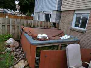 Hot tub is free for pickup Cambridge Kitchener Area image 2