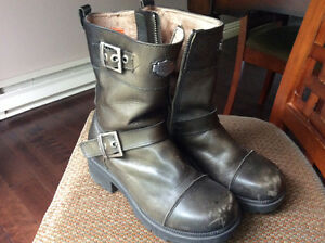 Ladies 7.5 leather HD boots