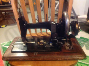 ANTIQUE NAUMANN HAND CRANK SEWING MACHINE