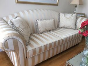 Beautiful Couch in Excellent Condition like new West Island Greater Montréal image 2