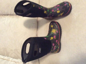 2 Pairs of Kids Bogs Size 3 For Sale