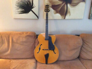 Guitare archtop hollow body