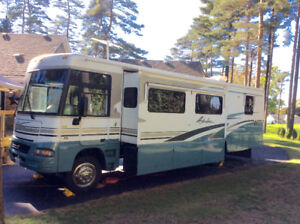 2004 Winnebago Adventurer RV - Class A